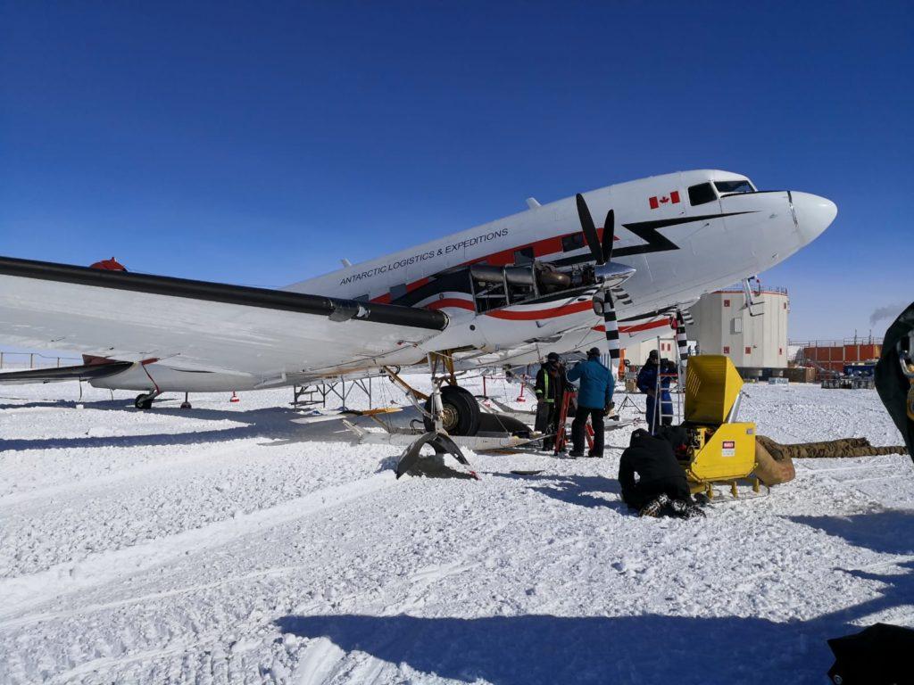 Photo du premier avion arrivé à Concordia